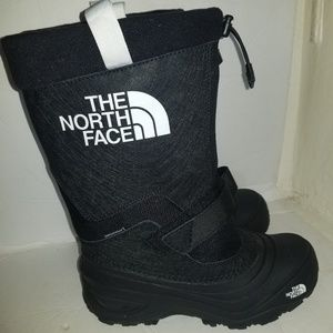 The north face kiids boots size 5